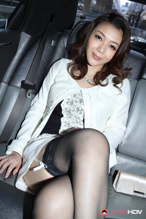 Pretty Japanese wrapped her charms in hot outfit for backseat photo shoot