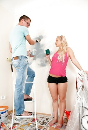 Teenage bimbo was asked to say with the painter at home but finally she seduced him