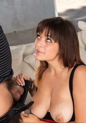 MILF's skilled mouth and furthermore succulent breasts help man ejaculate so fine